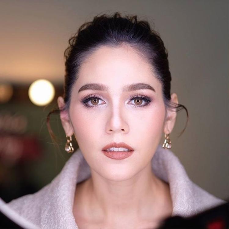 Báo chí quốc tế gọi Chompoo Araya là bà bầu đẹp nhất thế giới.