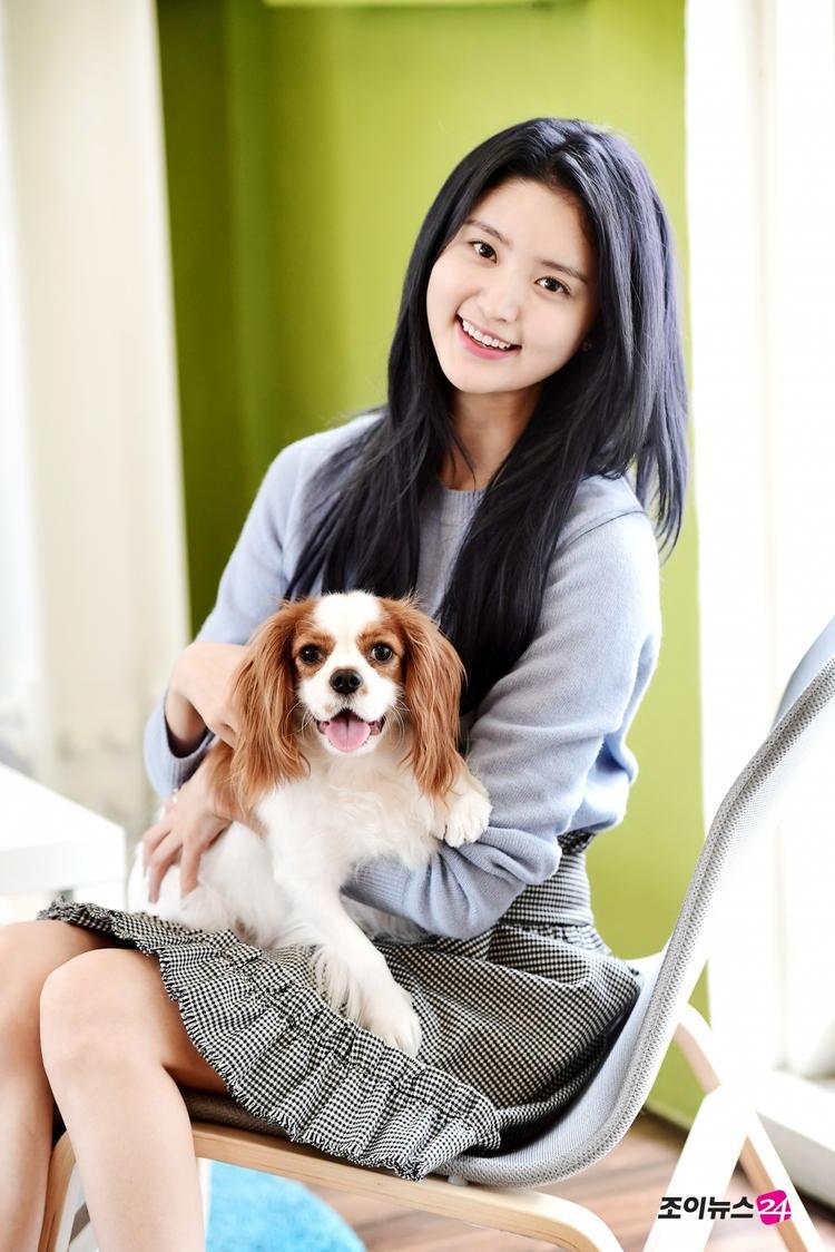 Junghwa rất yêu động vật, đặc biệt là các bé cún. Vì vậy nữ ca sĩ đã nuôi một chú chó và đặt tên Mocha.