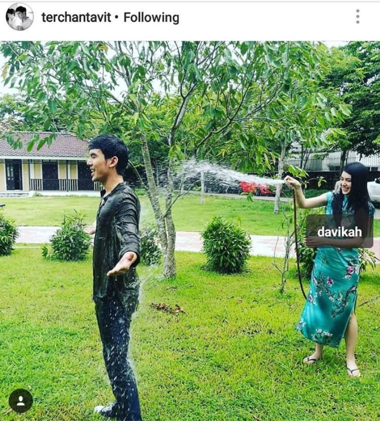 Ter Chantavit thường xuyên chia sẻ hình ảnh hẹn hò của Mai Davika lên trang cá nhân.