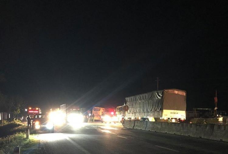 Hé lộ nguyên nhân vụ xe khách va chạm với xe container khiến 2 người tử vong