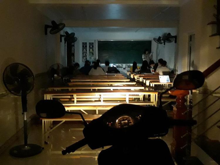 Hình ảnh này khiến nhiều người liên tưởng tới đèn đom đóm của Mạc Đĩnh Chi.