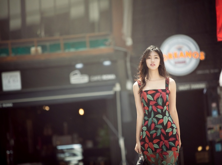 Hiện, Á hậu Việt Nam 2016 là biên tập viên của Đài truyền hình Việt Nam.