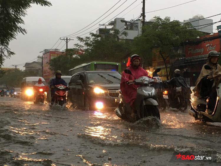 Nhiều người căng thẳng vì mưa lớn giữa Sài Gòn bởi ngày hôm qua, tình trạng tương tự đã diễn ra.