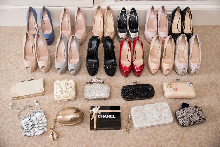 Số lượng giày và túi xách, clutch đồ sộ, hơn chục món, đủ khiến bất kì cô gái nào cũng phải thầm ao ước.