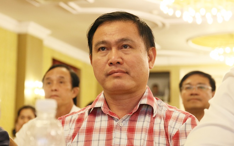 Bầu Tú đã thay mặt VPF xin lỗi phó Ban trọng tài Dương Văn Hiền vào chiều hôm nay.