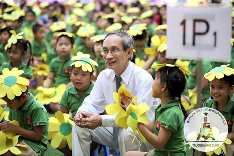 Thầy Khang - Hiệu trwowgr nhà trường.