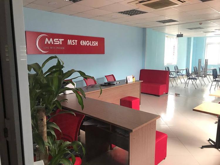 Trung tâm tiếng anh MST của cô T. bị chấm dứt hoạt động.