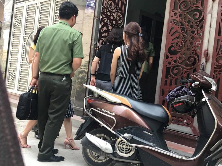Cơ quan công an và đại diện Sở GD&ĐT Hà Nội làm việc với cô T.
