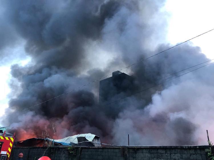 Lực lượng chức năng đã nhanh chóng sử dụng các biện pháp chữa cháy ban đầu nhưng không thành do lửa nhanh chóng lan rộng.