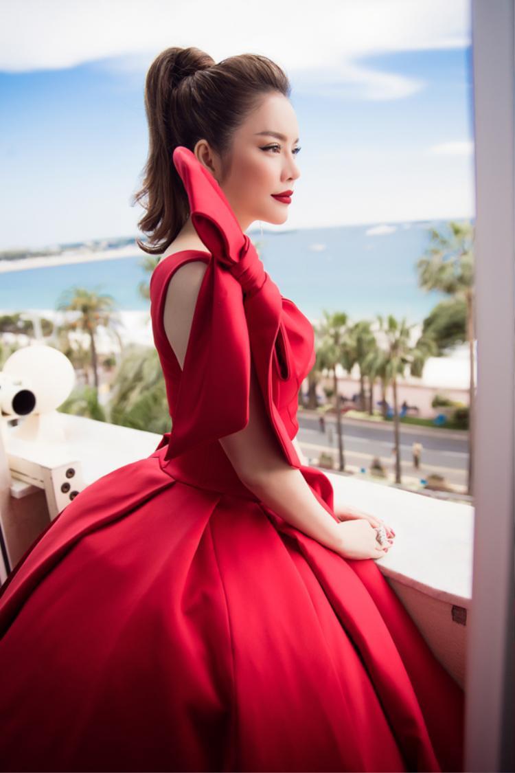 Lý Nhã Kỳ chào sân ở Cannes 2018 thật rực rỡ và đúng hot trend