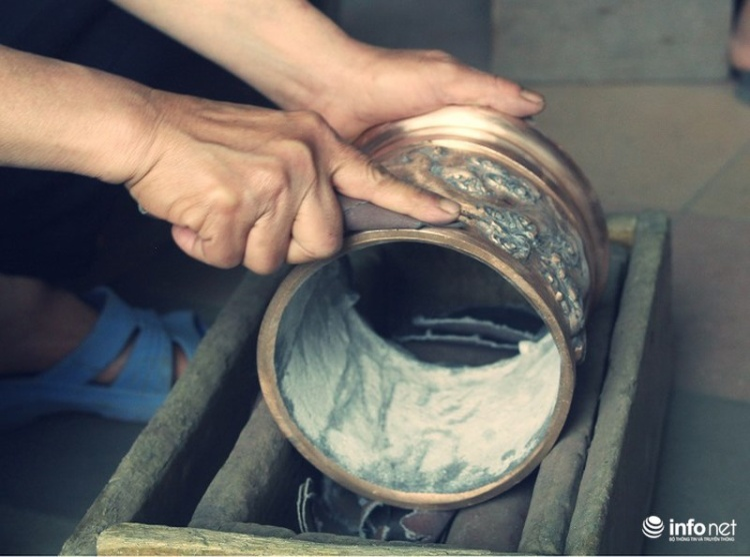 Về làng nghề đúc đồng gia truyền gần 500 năm tuổi ở Hà Nội