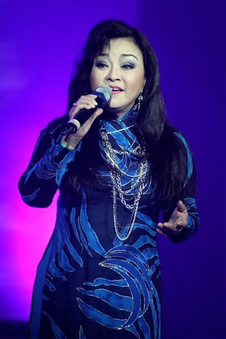 Cho đến nay, đối với Hương Lan điều chưa trọn vẹn trong sự nghiệp chính là chưa có bài hát nào mang âm hưởng dân ca Bắc bộ, bởi trước nay cô chỉ mới thành công qua những ca khúc mang âm hưởng dân ca miền Tây Nam bộ.