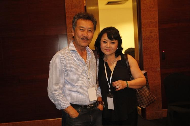 Năm 1986, khi tham gia tiệc sinh nhật của danh ca Elvis Phương, Hương Lan gặp kỹ sư Đặng Quốc Toàn, không bao lâu sau cả hai nên duyên chồng vợ và sống hạnh phúc cho đến hiện nay.