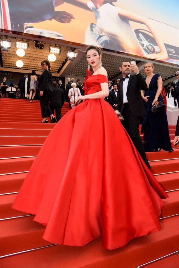 Anti-fan mỉa mai bị 'ngó lơ' tại thảm đỏ Cannes 2018, Lý Nhã Kỳ lên tiếng đáp trả