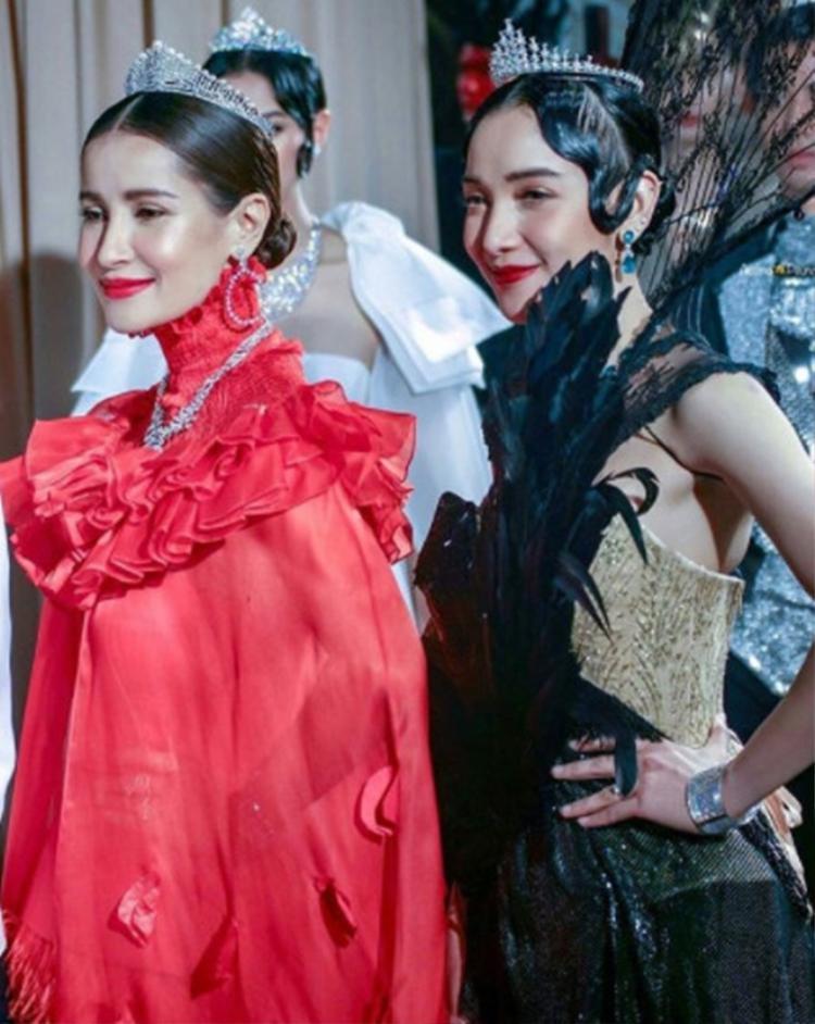 Tham gia sự kiện, các diễn viên Thái Lan diện trang phục dạ hội rực rỡ, khoe phụ kiện khủng.