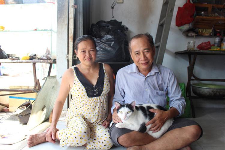 Vợ chồng ông Vinh, bà Thủy và Mi mập. Ảnh: Huỳnh Trang.