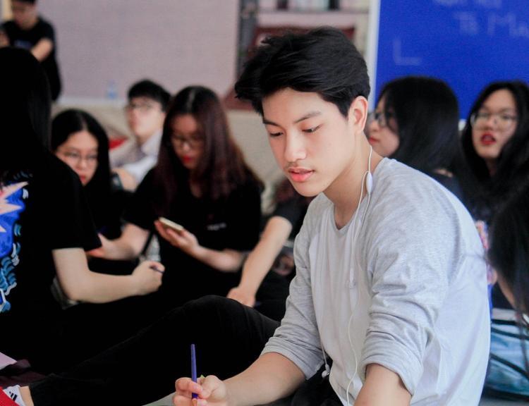 Ngoài sở trường nhảy và boxing, Minh Hiếu tiết lộ từng đi học vẽ cơ bản và hội họa cũng là một niềm đam mê của anh chàng.