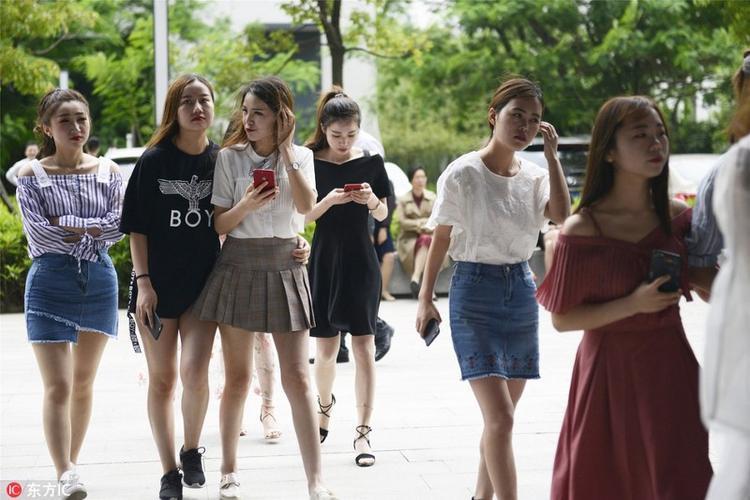 Các bạn nữ trẻ trung, xinh đẹp tới tham gia khóa học.