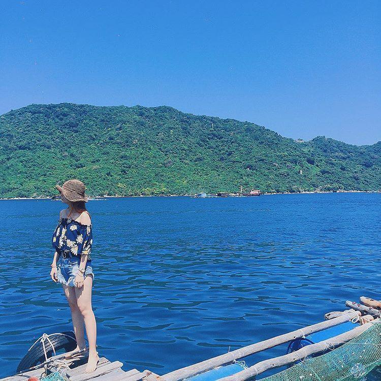 Màu nước xanh chính là một trong những back-groud chụp ảnh vô cùng tuyệt vời. Ảnh: ngocytran_17