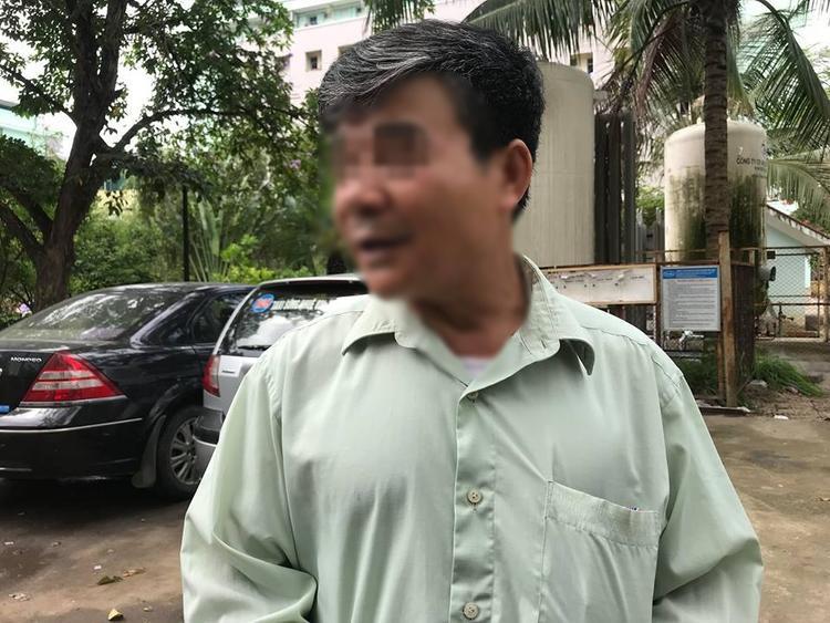 Ông Khánh suy sụp tinh thần sau khi con tử vong.
