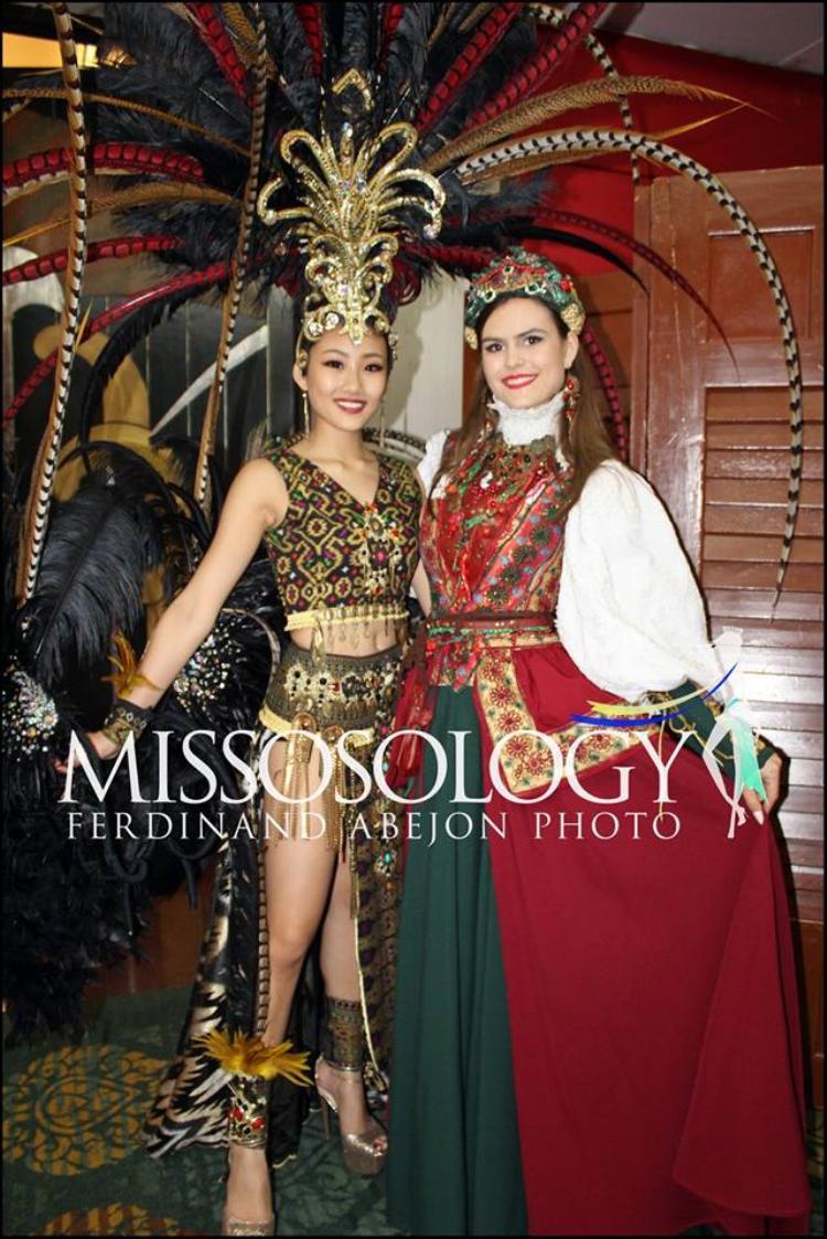 Các thí sinh đều mang tới cuộc thi những bộ quốc phục vô cùng đẹp mắt, mang đậm bản sắc văn hóa của dân tộc.