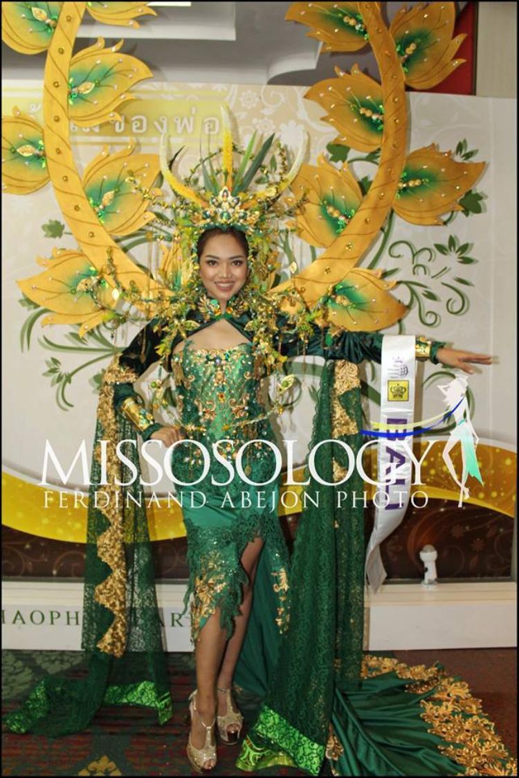Vì là cuộc thi chấp nhận các thí sinh đến từ các vùng lãnh thổ, nên trong hình là đại diện của đảo Bali - Indonesia.