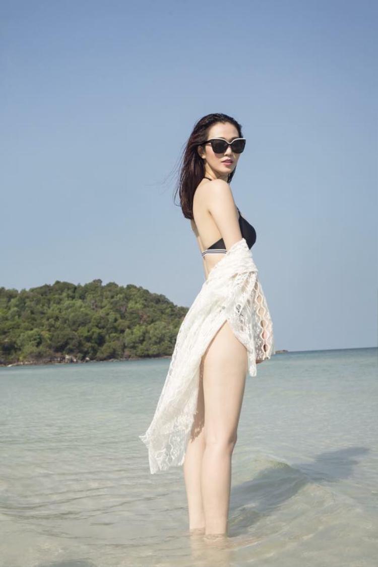 Ở góc chụp này, đôi chân dài thẳng tắp của Khánh My thật đáng ngưỡng mộ.