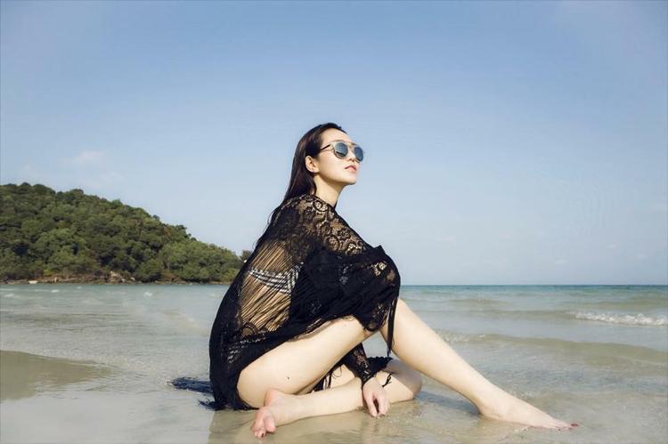 Khi diện bikini, Khánh My được dịp phô diễn hết các đường cong chuẩn trên cơ thể của mình.