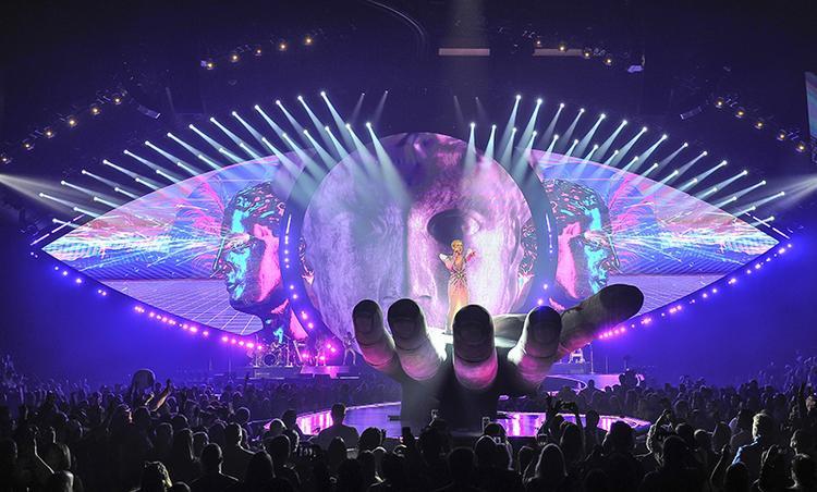 Gương vỡ lại lành: Taylor còn chần chừ gì nữa mà không mời Katy đứng chung sân khấu?