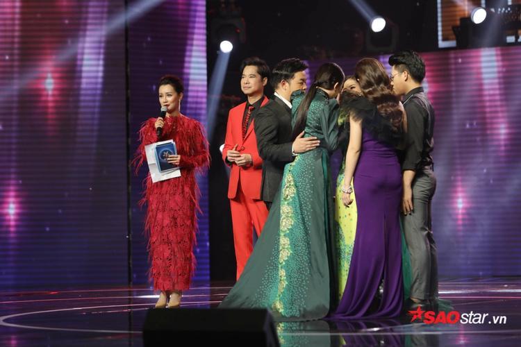 HLV Như Quỳnh dành nhiều tình cảm cho học trò trước kết quả bất ngờ của chương trình.