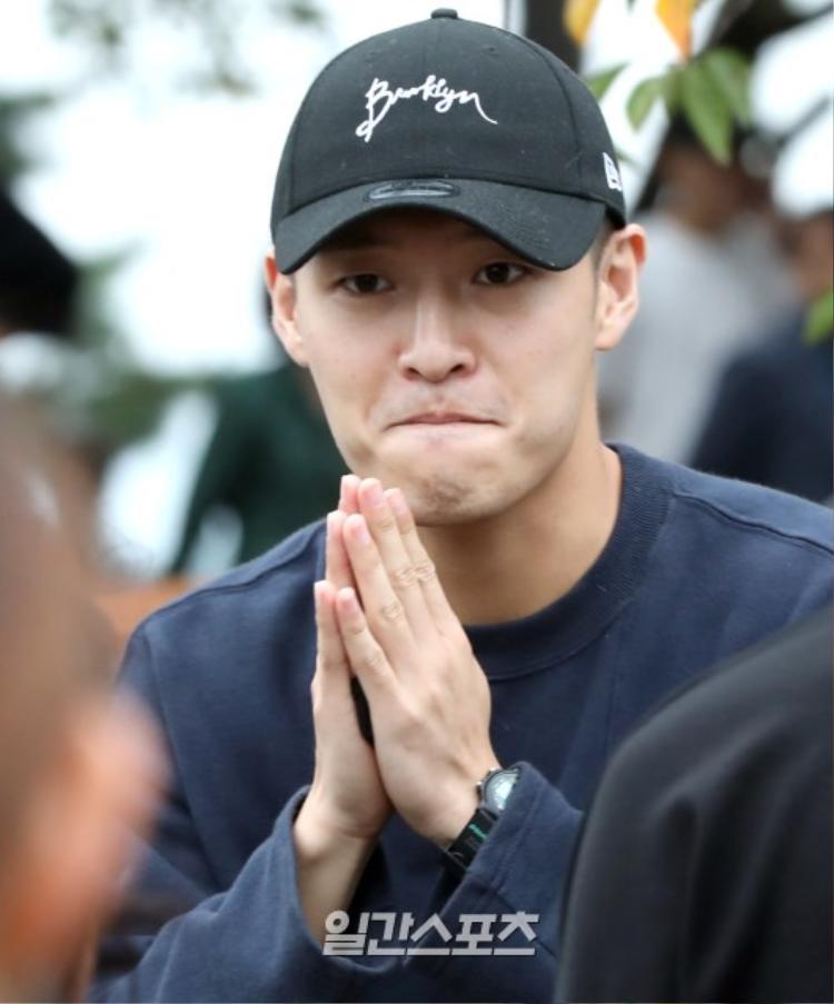 Được nghỉ phép, Lee Min Ho kỷ niệm 12 năm ra mắt  Kang Ha Neul đi làm nhân viên bán thời gian