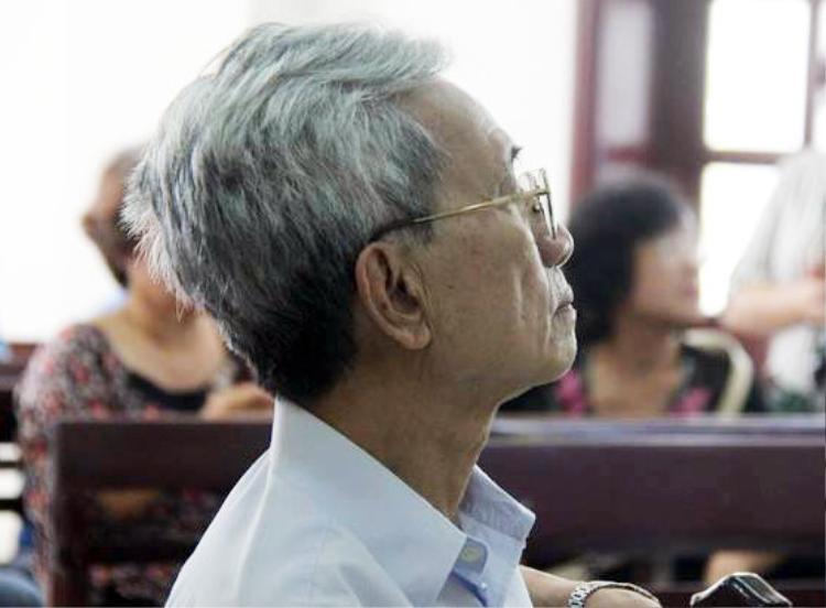 Bị cáo Nguyễn Khắc Thủy tại phiên tòa ngày 17/11/2017. Ảnh: N.T.