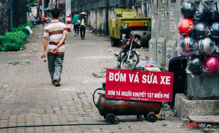 Đó là tính cách người Sài Gòn. Vậy nên cứ kệ đi, miễn là người Sài Gòn tốt với nhau là được.