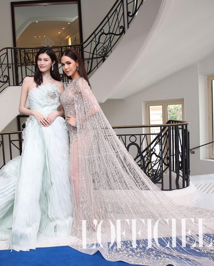 Nhìn Chompoo Araya và Hà Tuệ như hai cô công chúa xinh đẹp giữa tòa lâu đài nguy nga đậm phong cách Pháp.