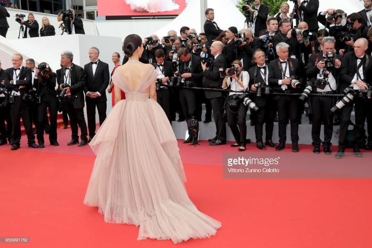 Thảm đỏ Cannes 2018 ngày 3: Lý Nhã Kỳ tím mộng mơ nổi bật hơn nhiều mỹ nhân Châu Á
