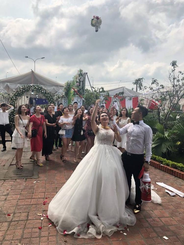 Ngày cưới làm sao có thể thiếu hội bạn thân được!