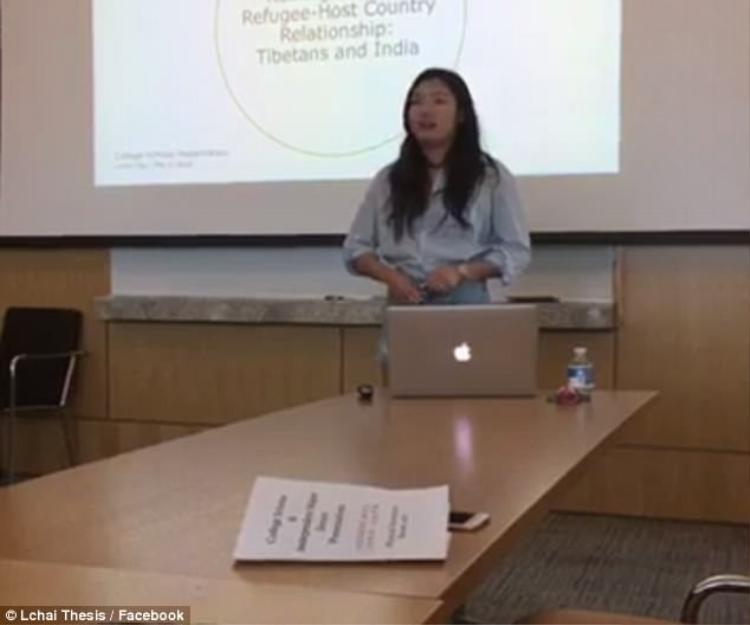 Trang phục của Letitia Chai trong buổi thuyết trình thử nghiệm