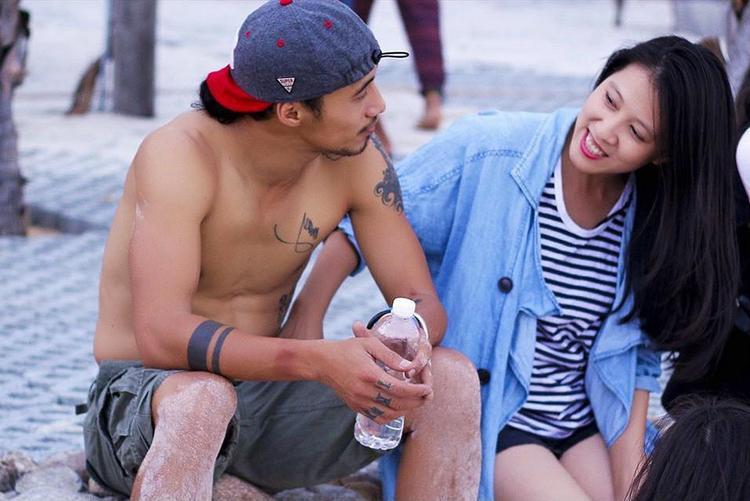 Thùy Trang hạnh phúc bên Anh Khoa trong một kỳ nghỉ.