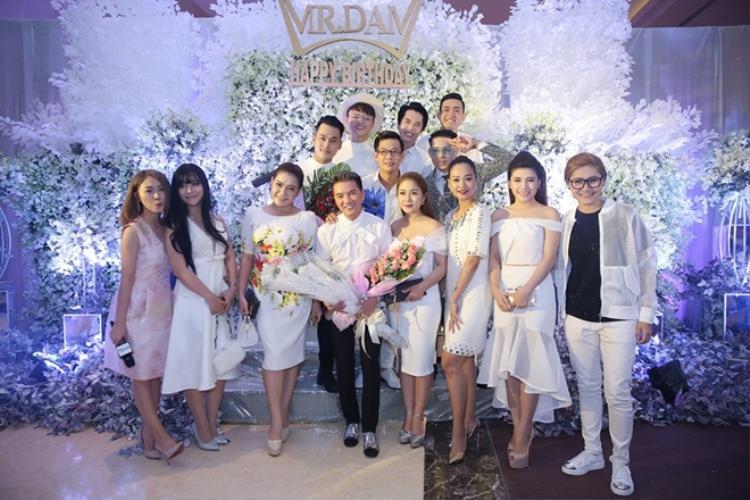 Những bữa tiệc sinh nhật ngàn người của các ngôi sao hàng đầu Vbiz