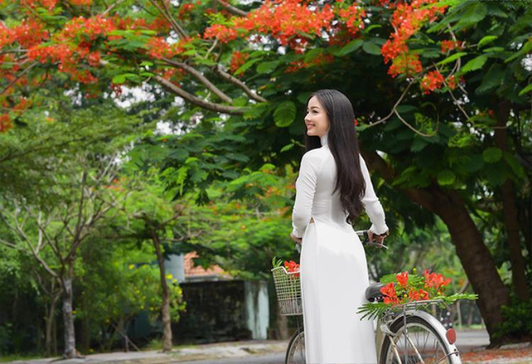 Quỳnh Trâm là cựu Á khôi ĐH Công nghiệp TP.HCM. Cô sinh năm 1995.