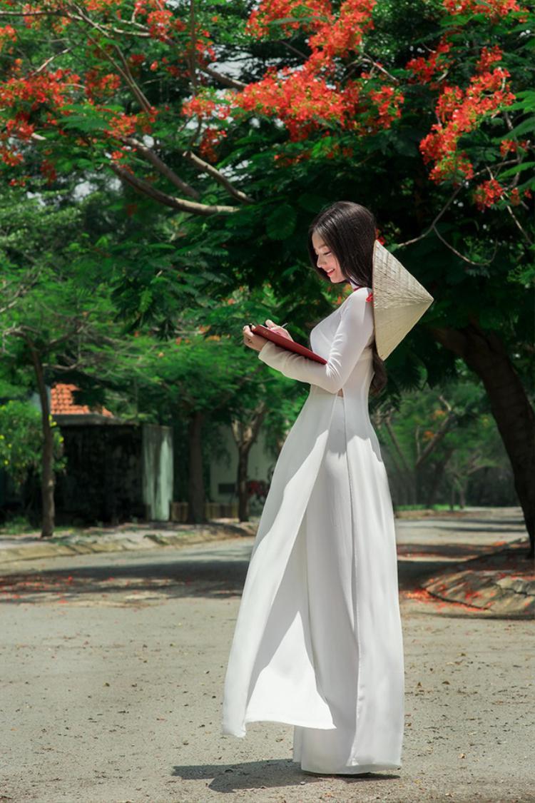Ở Trâm, người ta thấy được nét duyên dáng của người con gái Việt.