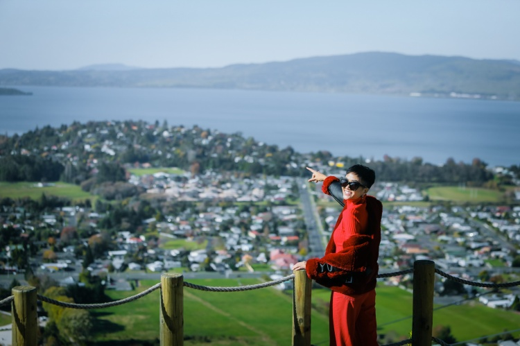 H'Hen Niê hào hứng khám phá đất nước New Zealand xinh đẹp.