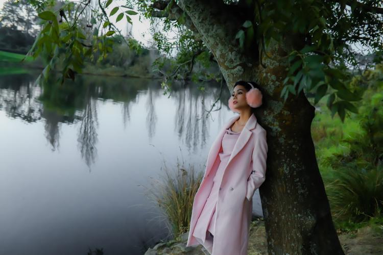 Hoa hậu HHen Niê cá tính với tóc mới, rạng rỡ khám phá đất nước New Zealand xinh đẹp