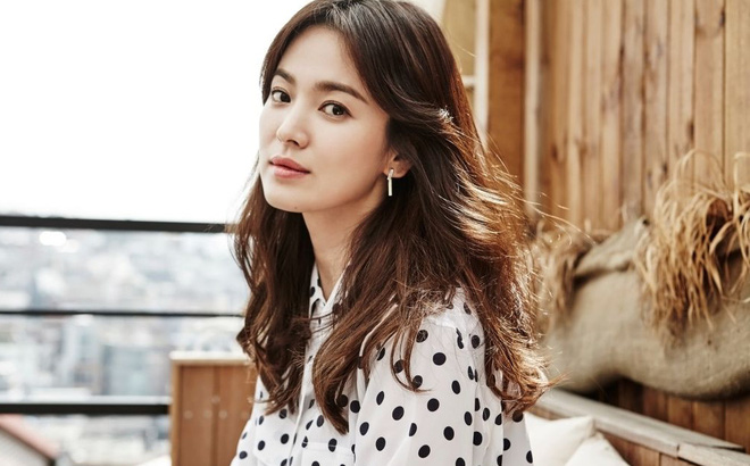 Học lỏm tuyệt chiêu trị mụn của nữ hoàng mặt mộc Song Hye Kyo