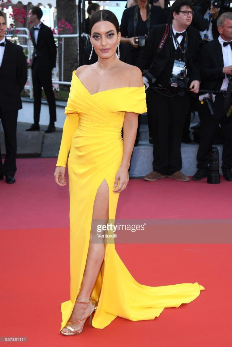 Karen Wazen trong bộ váy vàng nổi bật