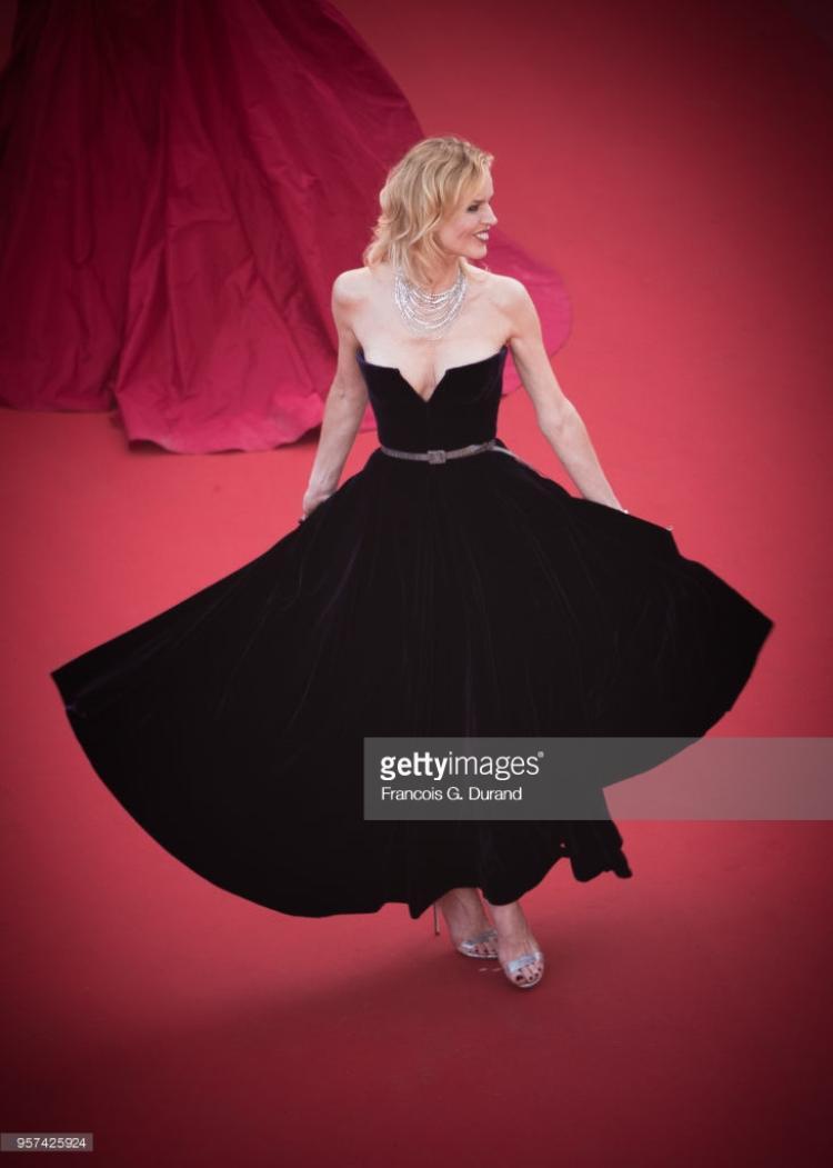 Bớt lố lăng lộ ngực, thảm đỏ Cannes ngày thứ 4 cũng trở nên nhạt nhòa?