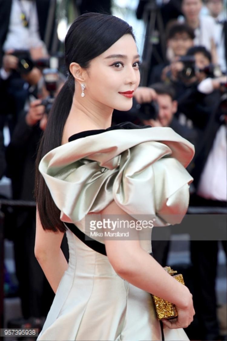 Vẻ đẹp của Phạm Băng Băng khiến mọi người phải chú ý.