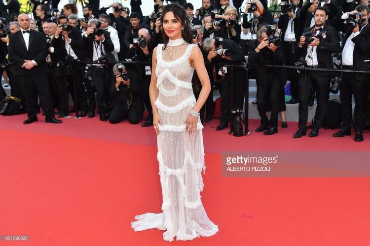 Cheryl Cole là ngôi sao tiếp theo tại thảm đỏ Cannes 2018 diện váy xuyên thấu, lộ rõ đường cong cơ thể.