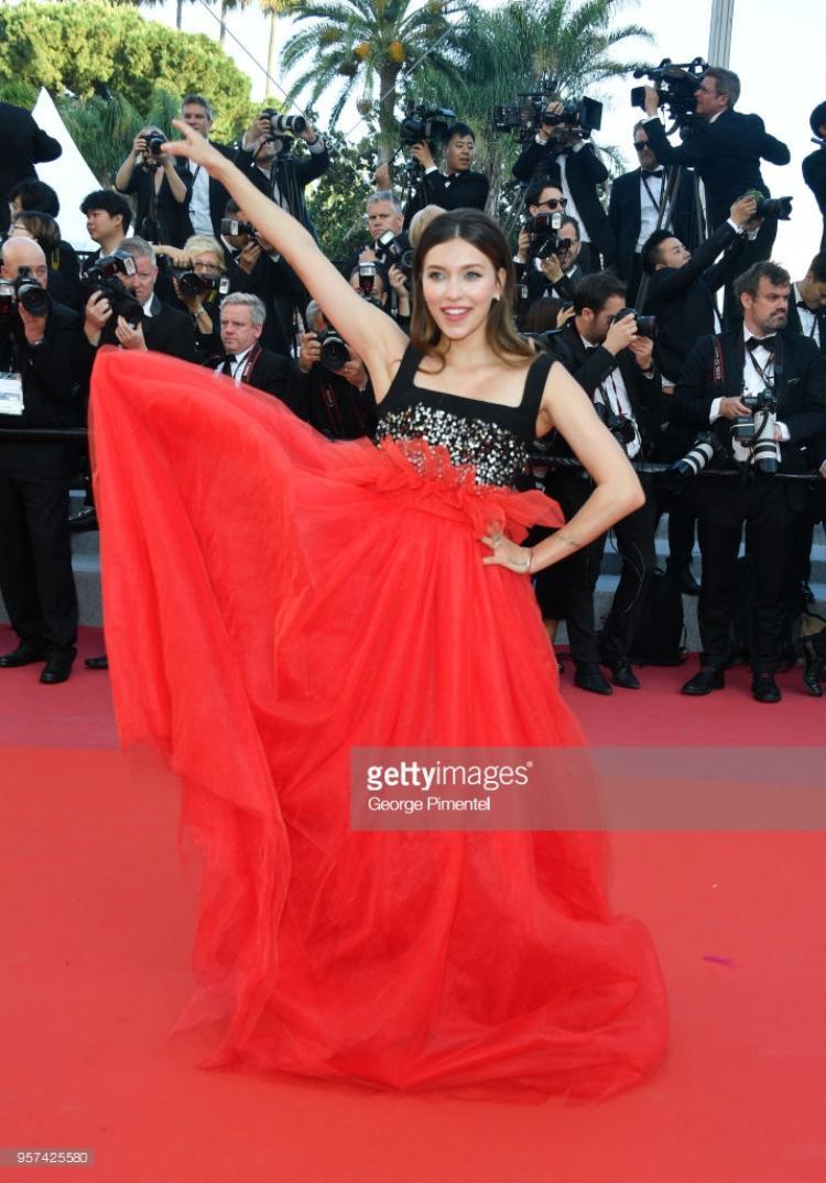 Thảm đỏ Cannes 2018 ngày thứ 4: Lố hay lộ không quan trọng, quan trọng vẫn là thần thái