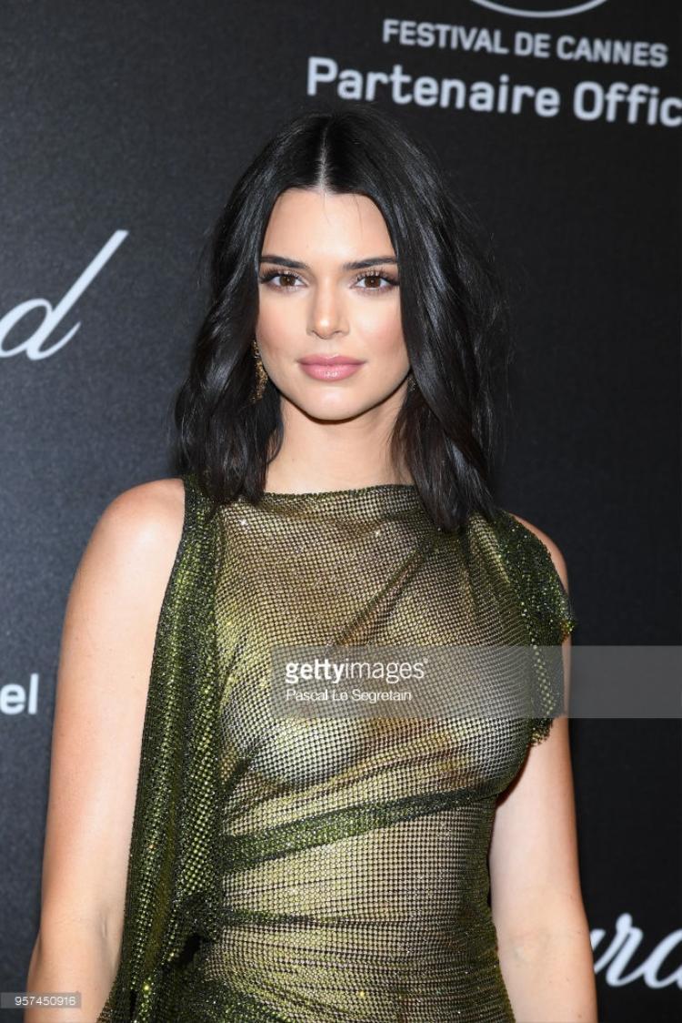 Người mẫuKendall Jenner trong bộ trang phục xuyên thấu khiến nhiều người đỏ mặt